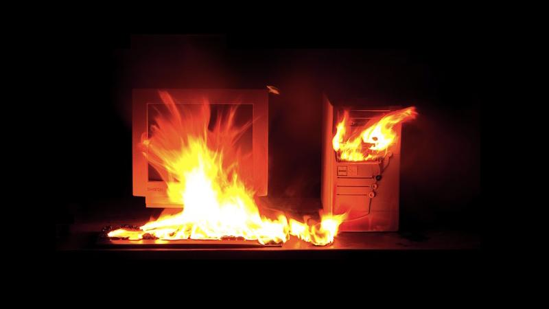 """""""Aiuto, il PC ha preso fuoco!"""""""